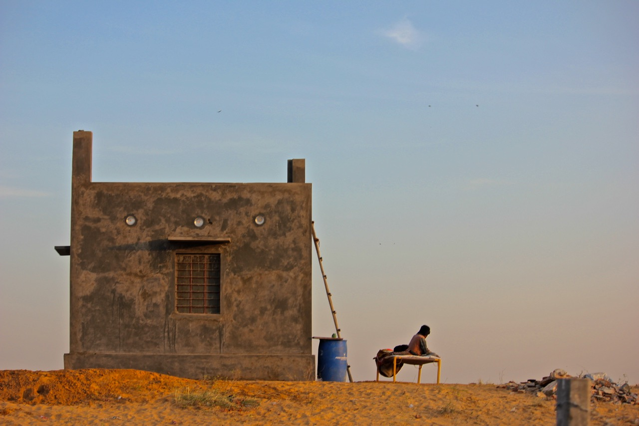 lone building, Pushkar
