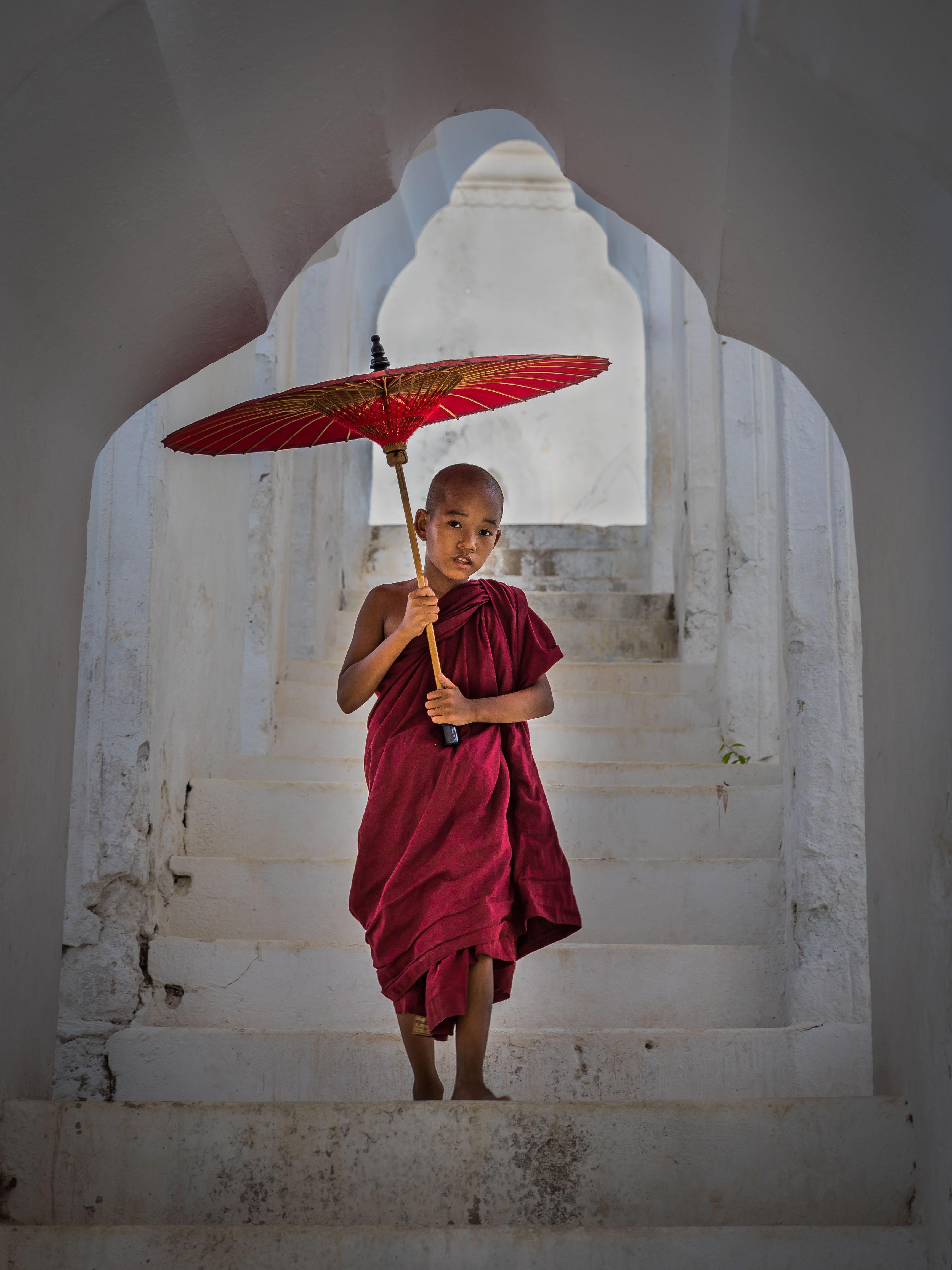 descending, Hsinbyume Pagoda