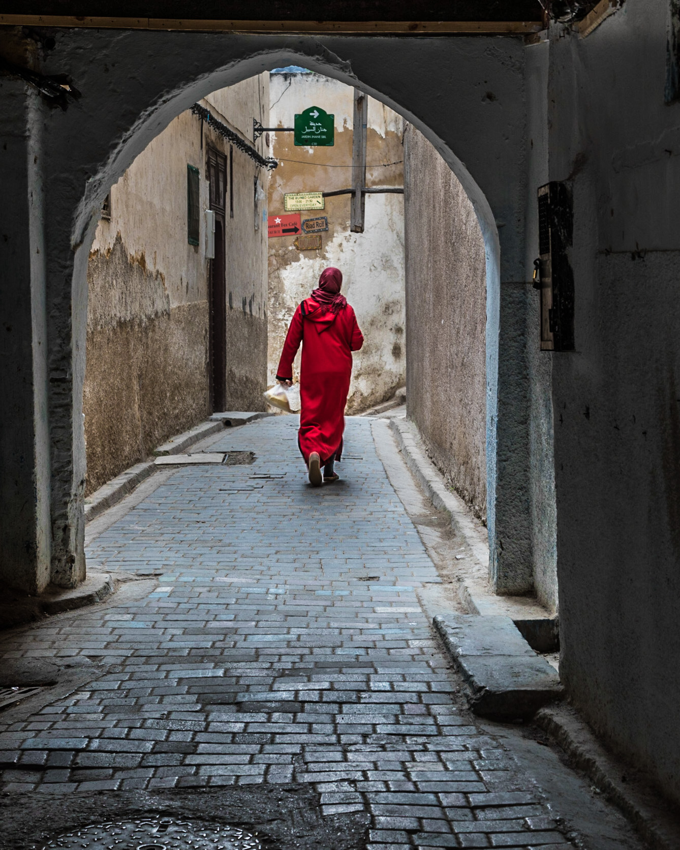 Fes woman in red