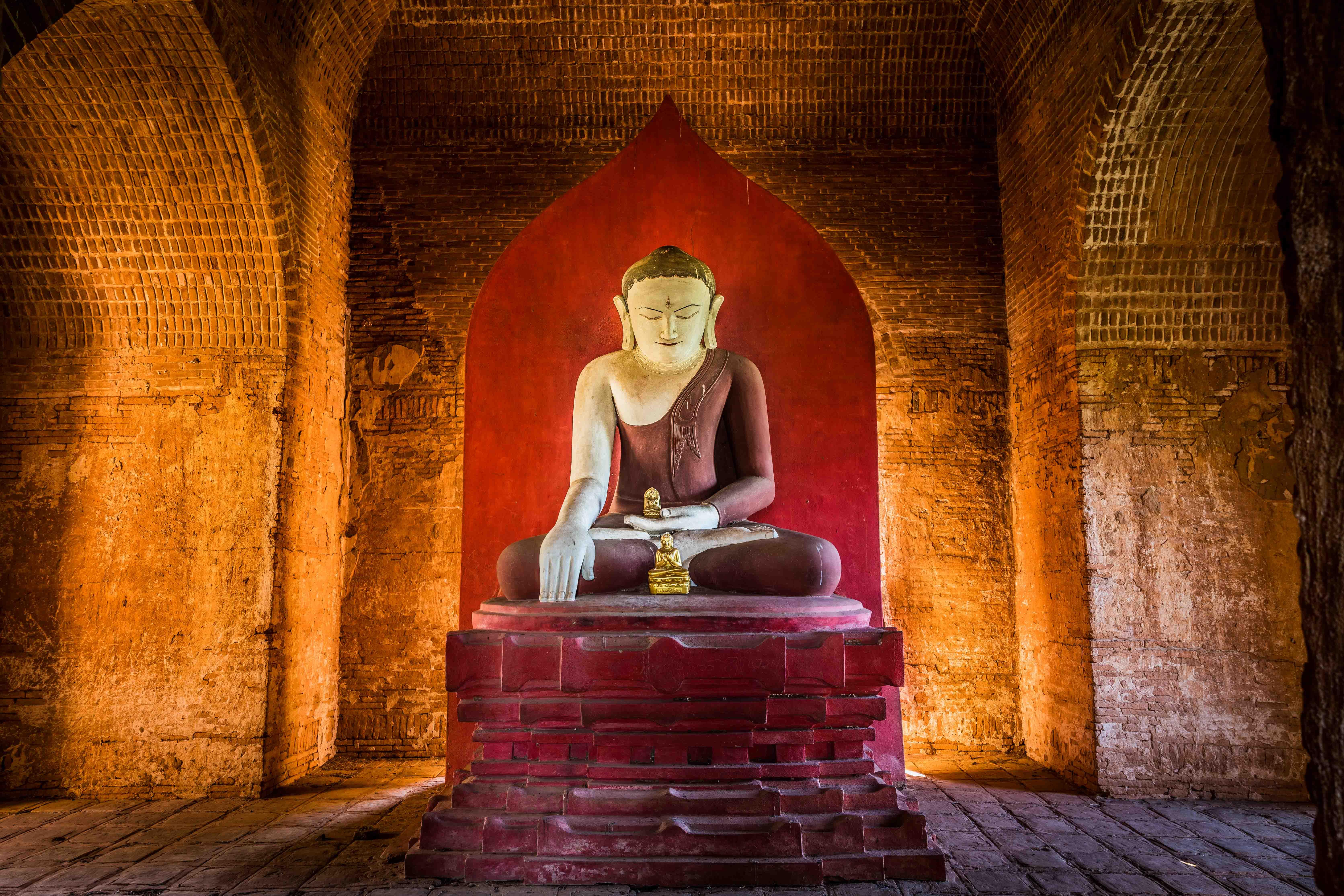 temple Buddha, Earth-Witness mudra