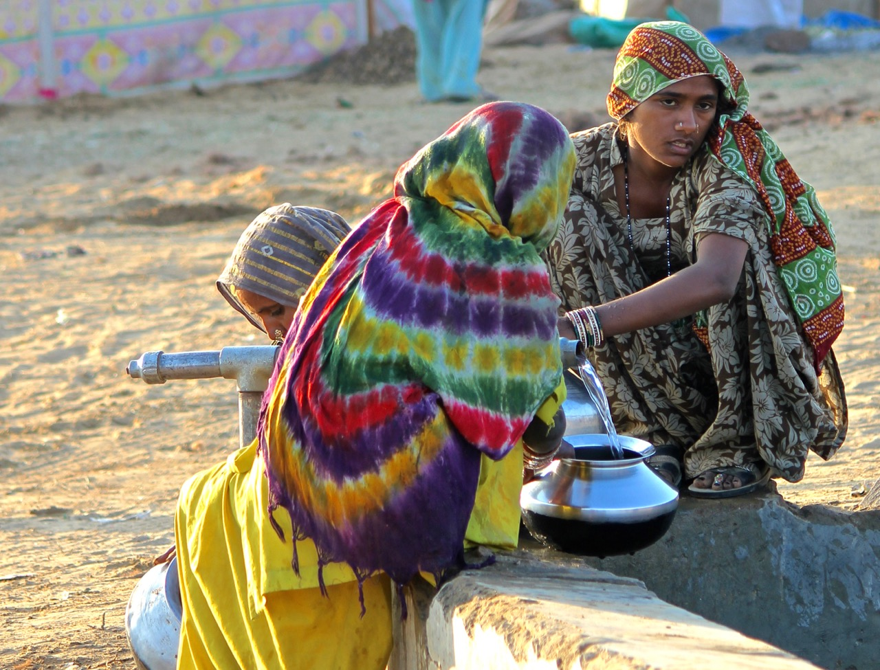 fetching water, Pushkar