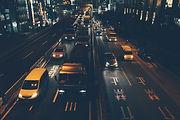 Stadtverkehr in der Nacht