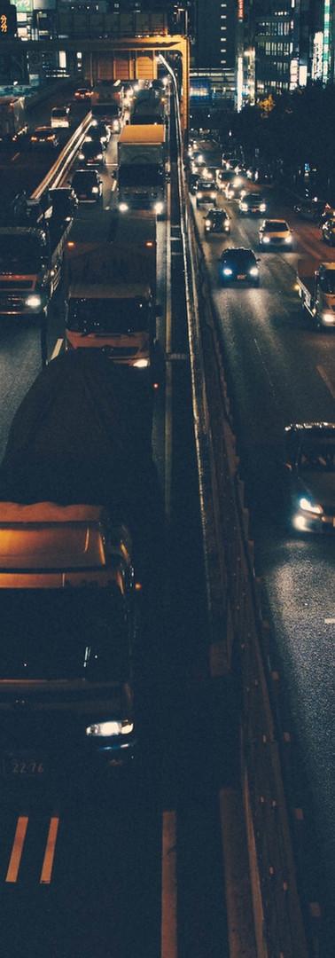 在夜城交通