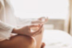Bewustzijn in je beweging en beweging in je bewustzijn. Let It Shine. Yoga Leidsche Rijn. Yoga Utrecht. Shine Studio. Nekklachten, rugklachten, schouderklachten. Cristina van Aalst