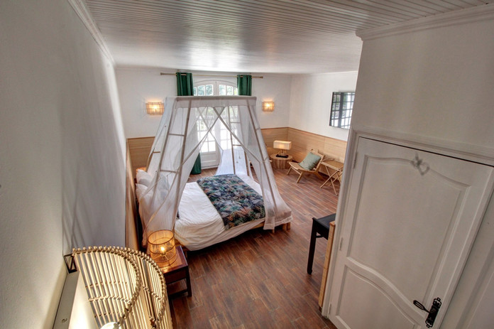 Exotic - Colonial style luxury suite