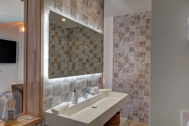 Elegante - Chambre de luxe avec baignoire balnéo