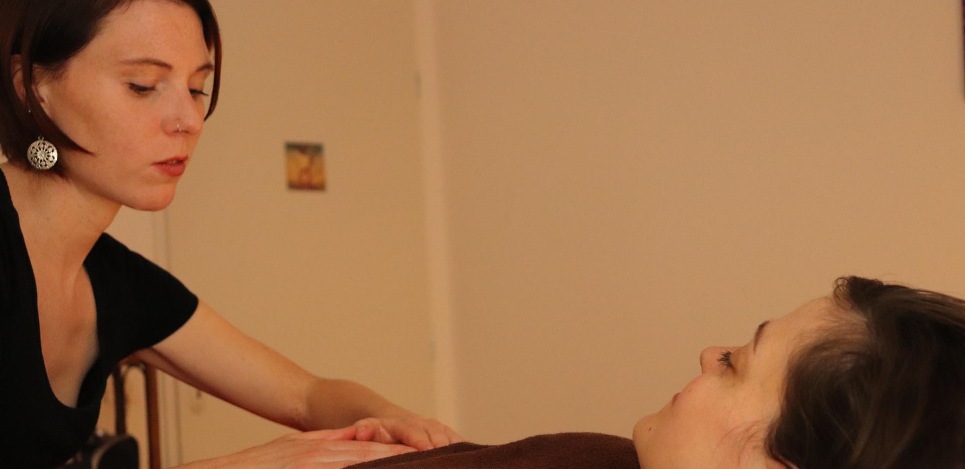Massage prénatal ventre
