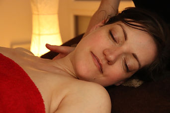 Massage prénatal nuque Rouen Darnetal Bien Naitre bien-être
