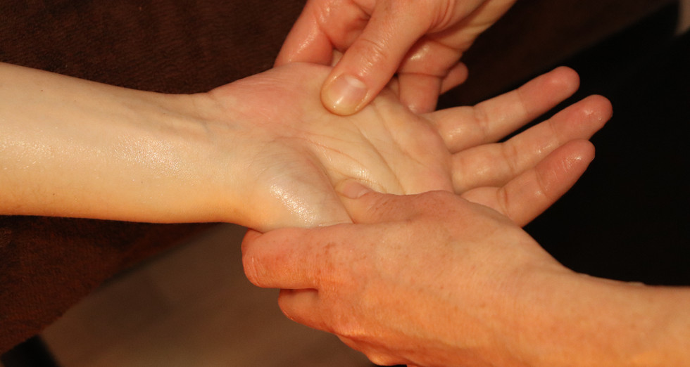 Massage prénatal mains