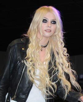Taylor Momsen 1.jpg