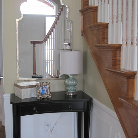 Elegant Entry Table with Arched Mirror