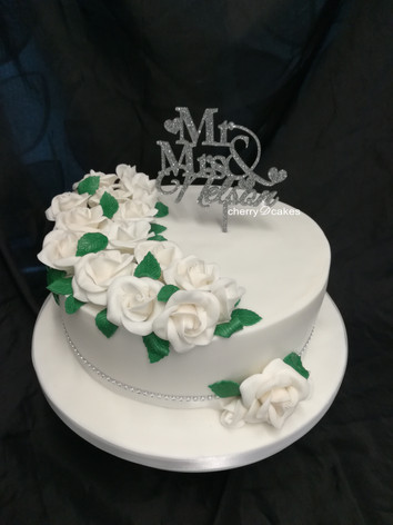 White Roses One Tier