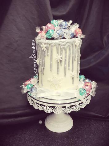 Snow Drip Cake