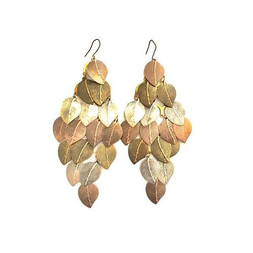 Boucles d'oreilles feuilletées asymétriques en métal et bronze