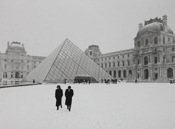 Michel Ginès - Le Louvre sous la neige
