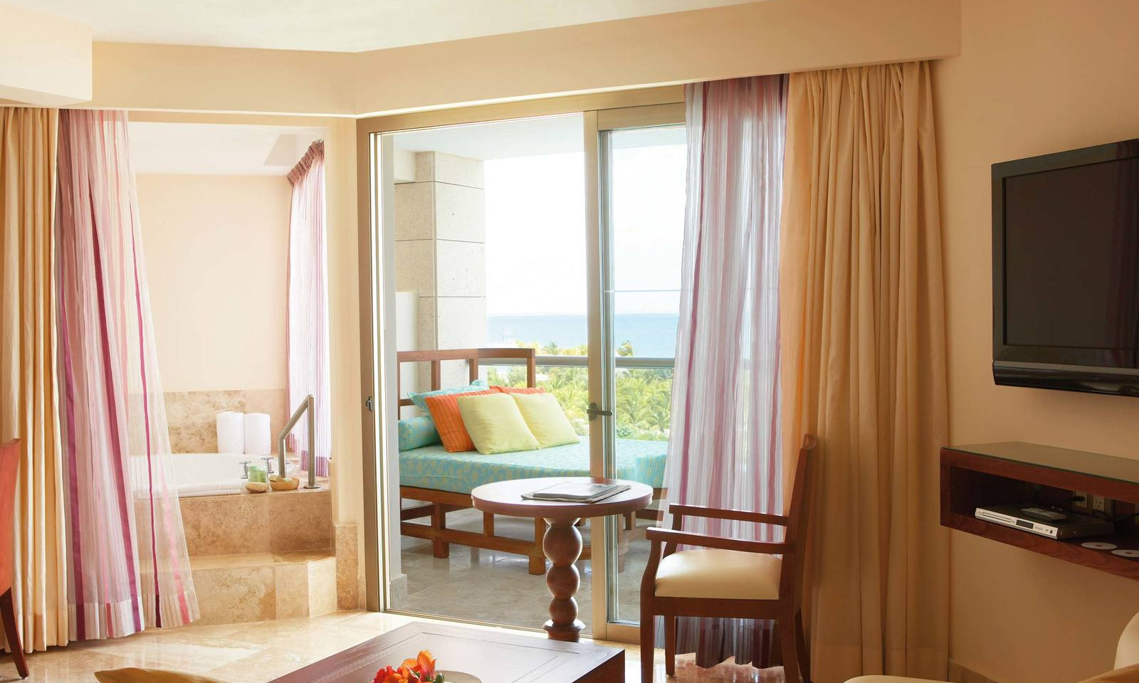 luxury-junior-suite-ocean-view-cancun.jp