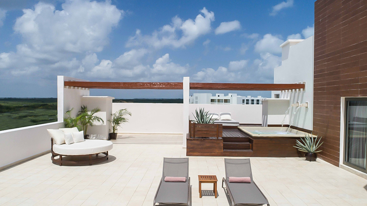 TERRACE SUITE WITH PLUNGE POOL