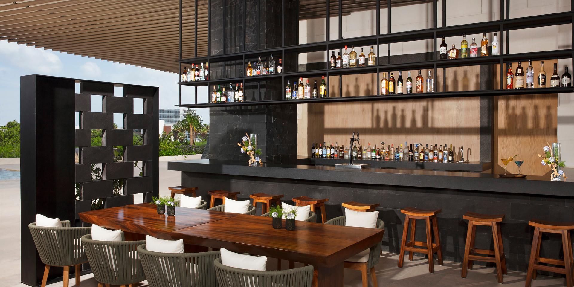 Veranda | La Plaza Bar