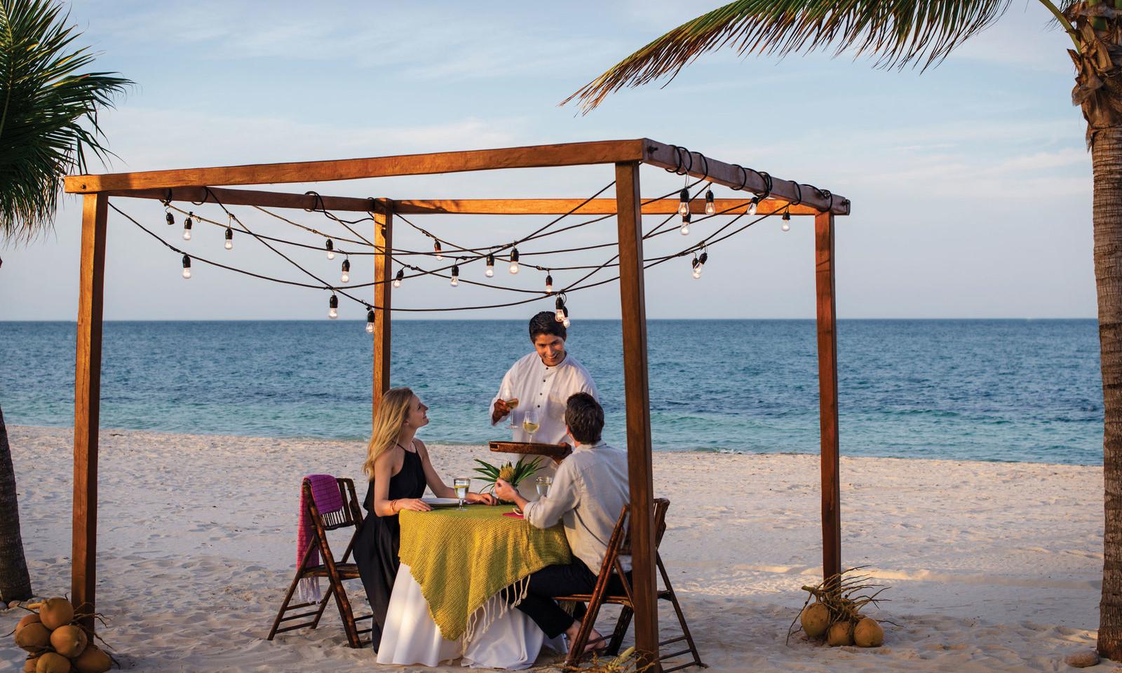 caribbean-beach-resort-dining.jpg