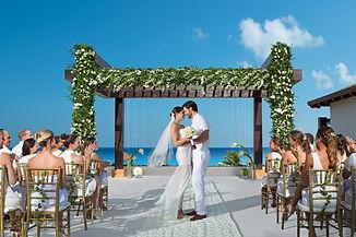 cancun-destination-wedding-ceremony-on-t