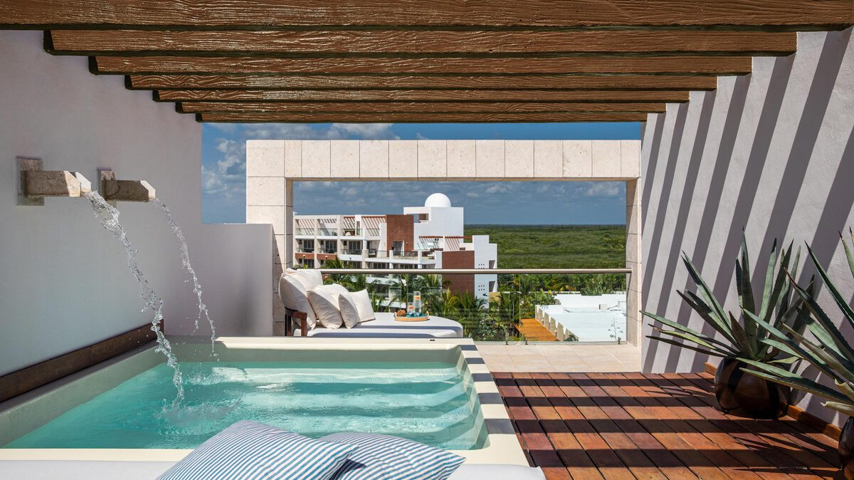 TWO-STORY ROOFTOP TERRACE SUITE SPA OR POOL VIEW