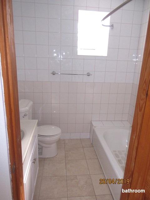 WAR058 bathroom