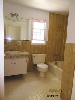 WAR112 bathroom