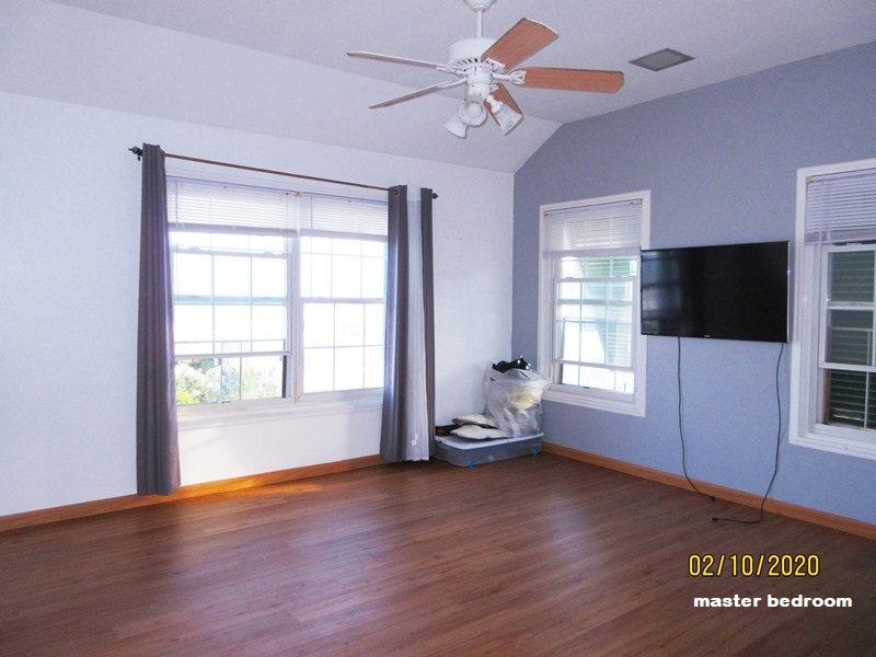 SOU041 master bedroom