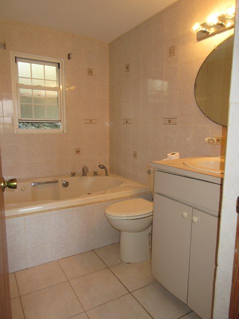 SMI049 bathroom
