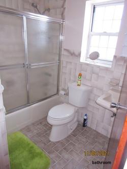 PEM073 bathroom