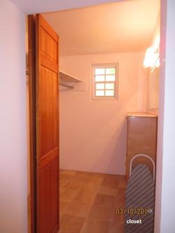 SMI039 walk-in closet