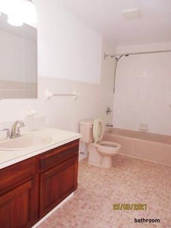 SAN082 bathroom