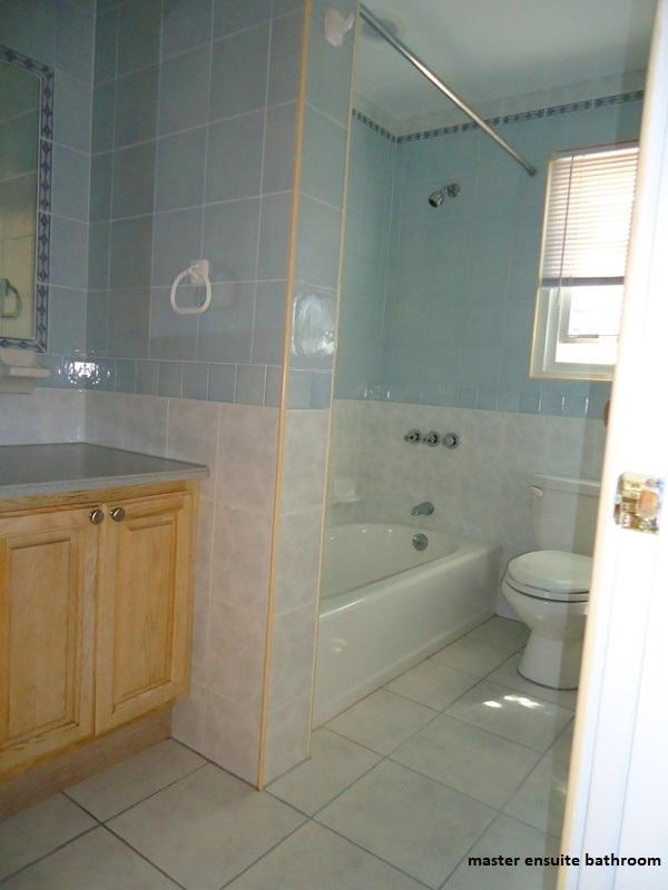 SOU041 master bathroom