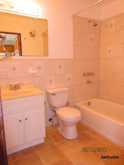 SMI039 bathroom