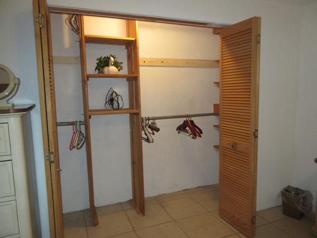 SMI049 bedroom closet
