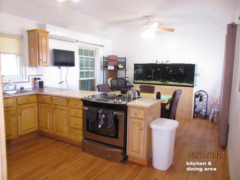 SOU041 kitchen & dining area