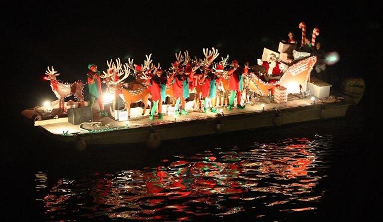 Christmasboatparade.png