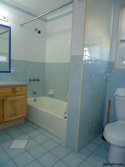 SOU041 2nd bathroom