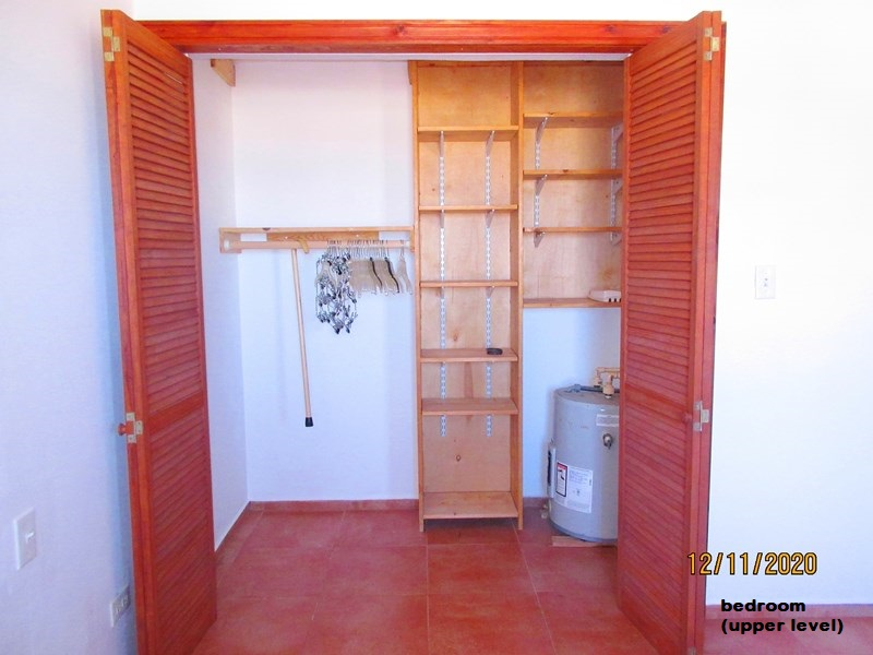 WAR110 bedroom closet