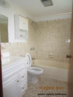 SMI040 master ensuite bathroom
