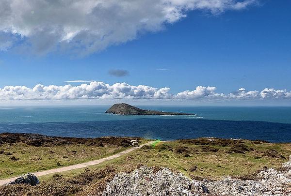 Bardsey-Island-from-tip-of-Peninsula-Photo-Totally-Abersoch-800x540.jpg