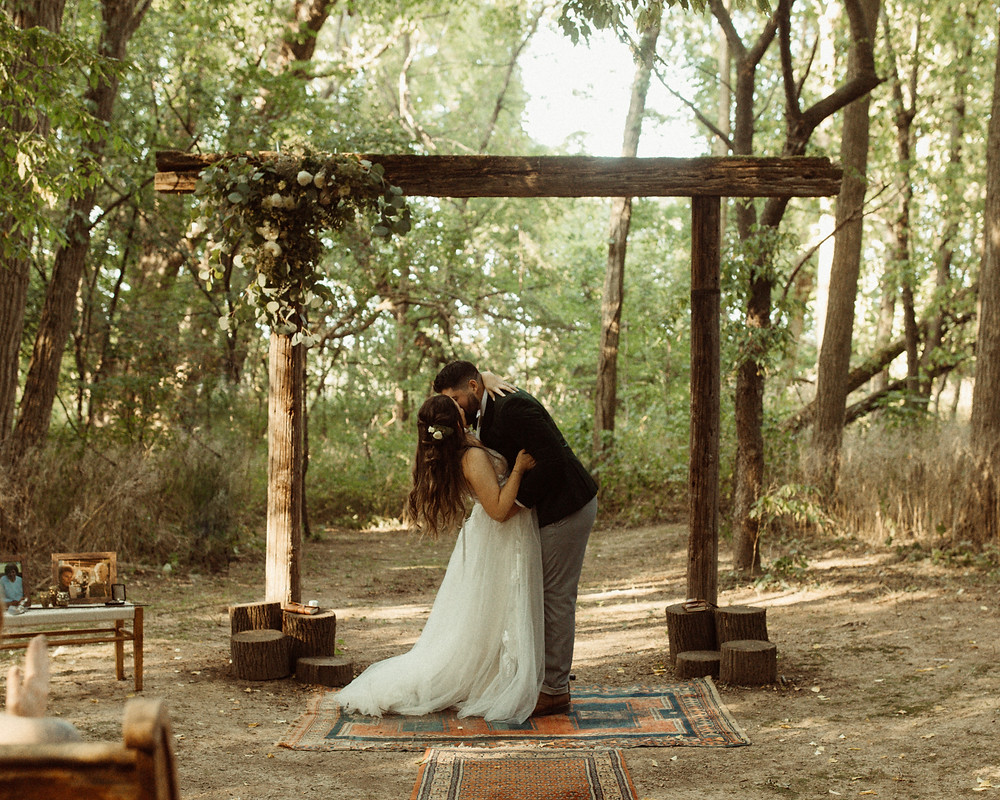 Outdoor wedding at The Kester Homeland | Pretty Little Vintage Co.