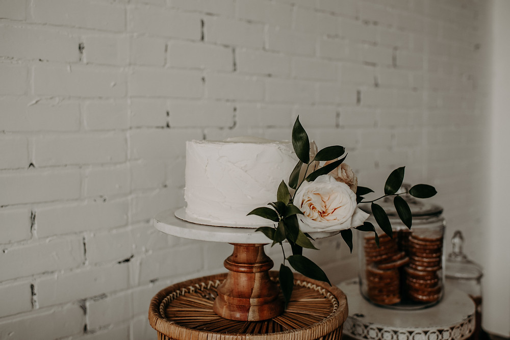 Bridal shower cake design: Earthy & Modern Bridal Shower Inspiration by Pretty Little Vintage Co. featured on The Lincoln Loft & Studio blog