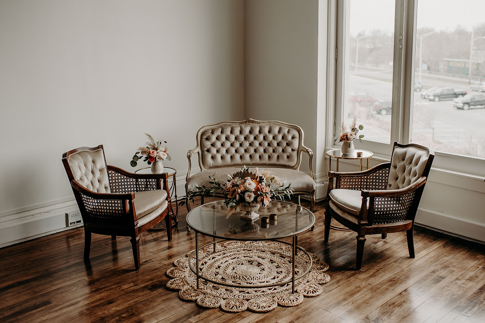 Vintage bridal shower lounge decor: Earthy & Modern Bridal Shower Inspiration by Pretty Little Vintage Co. featured on The Lincoln Loft & Studio blog