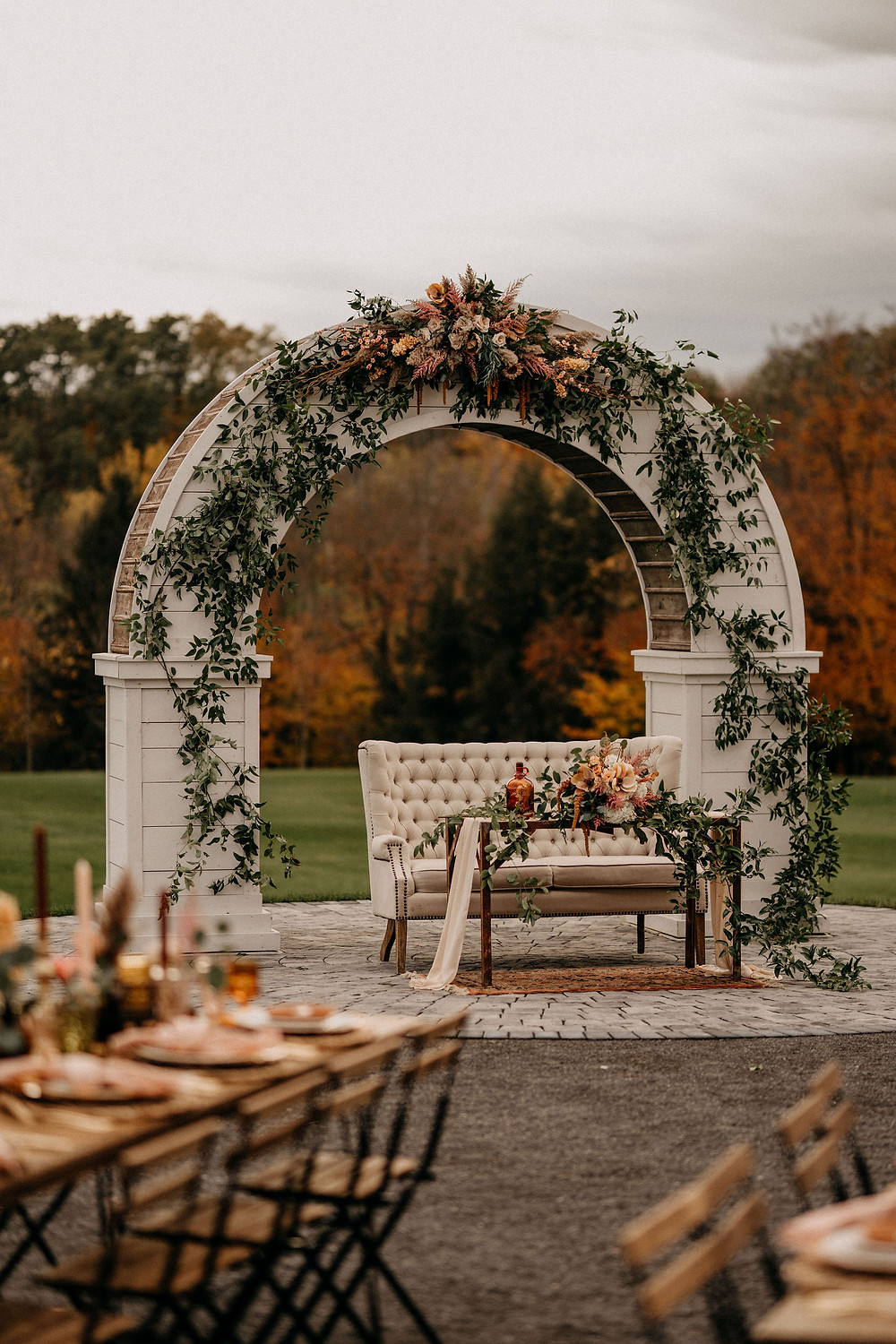 Wedding Sweetheart Table Inspiration: Warm & Rustic Styled Shoot at Hayloft in the Arch captured by Tracy Jade Photography featured on Pretty Little Vintage Co.