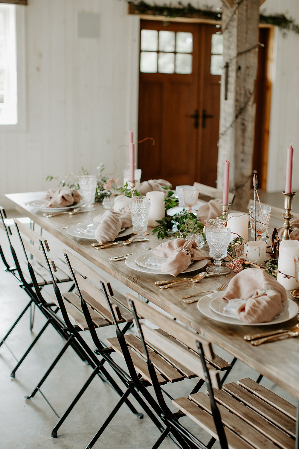 Tips for Designing Your Tablescape featured on Pretty Little Vintage Co.