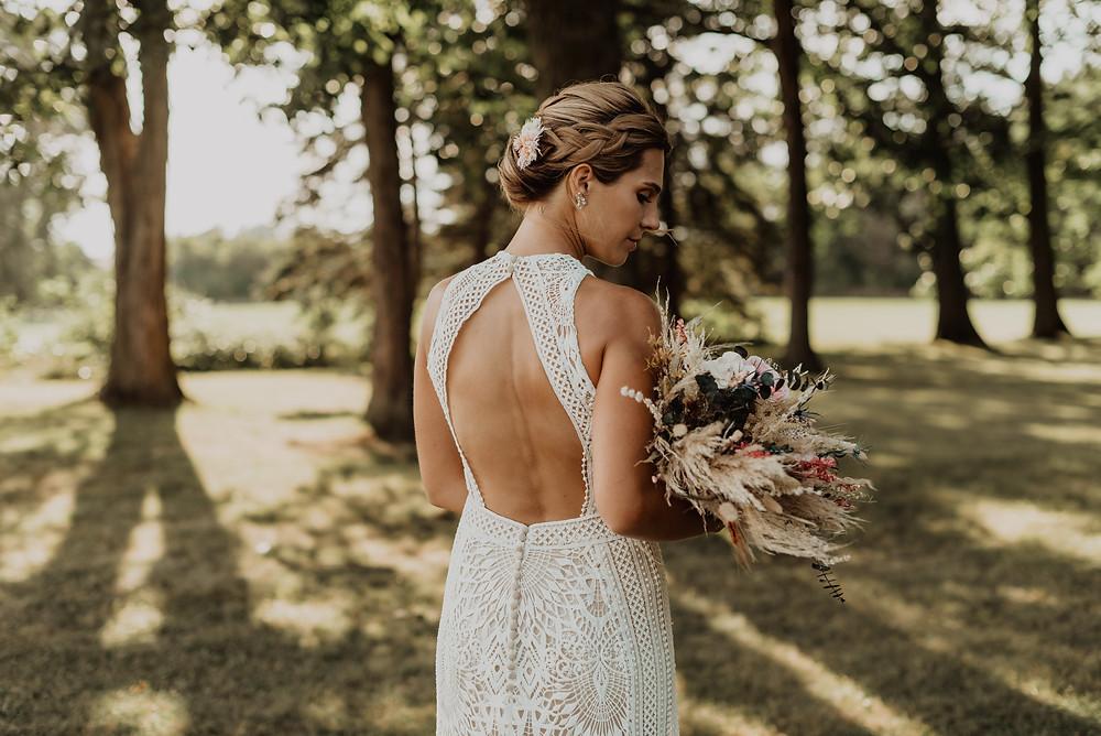 Open-back lace wedding dress
