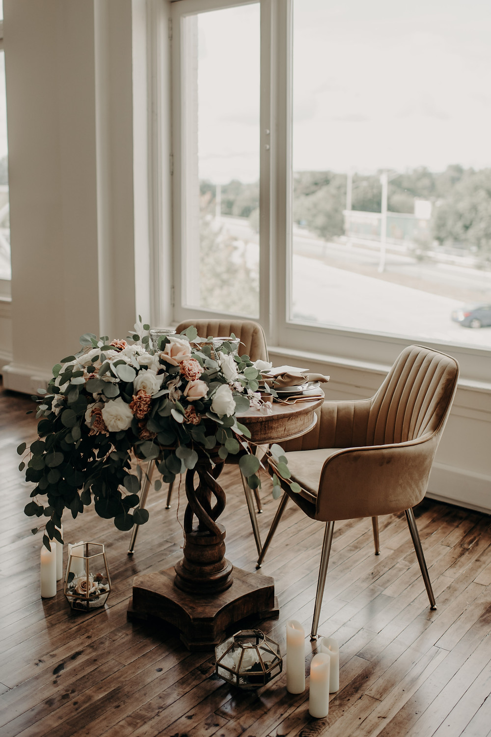 Wedding sweetheart table by Pretty Little Vintage Co.