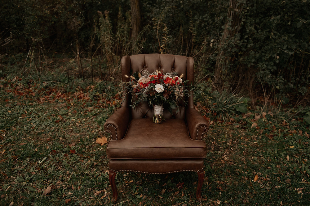 Fall wedding bouquet: Dark & Romantic Wedding Inspiration featured on Pretty Little Vintage Co.