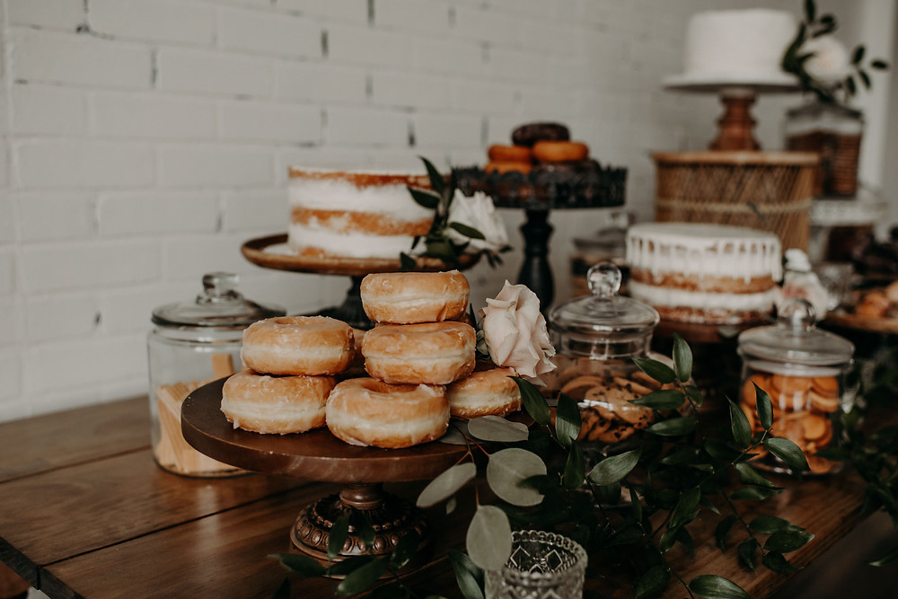 Bridal shower donut display: Earthy & Modern Bridal Shower Inspiration by Pretty Little Vintage Co. featured on The Lincoln Loft & Studio blog